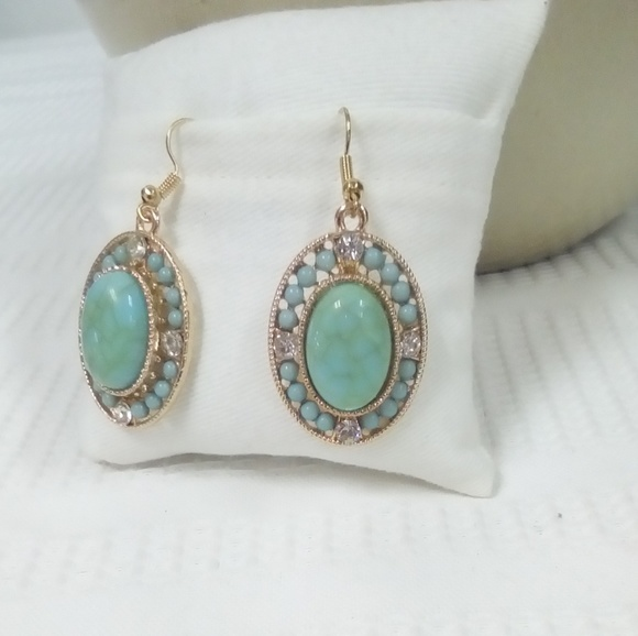 Jewelry - NWT Turquoise Earring